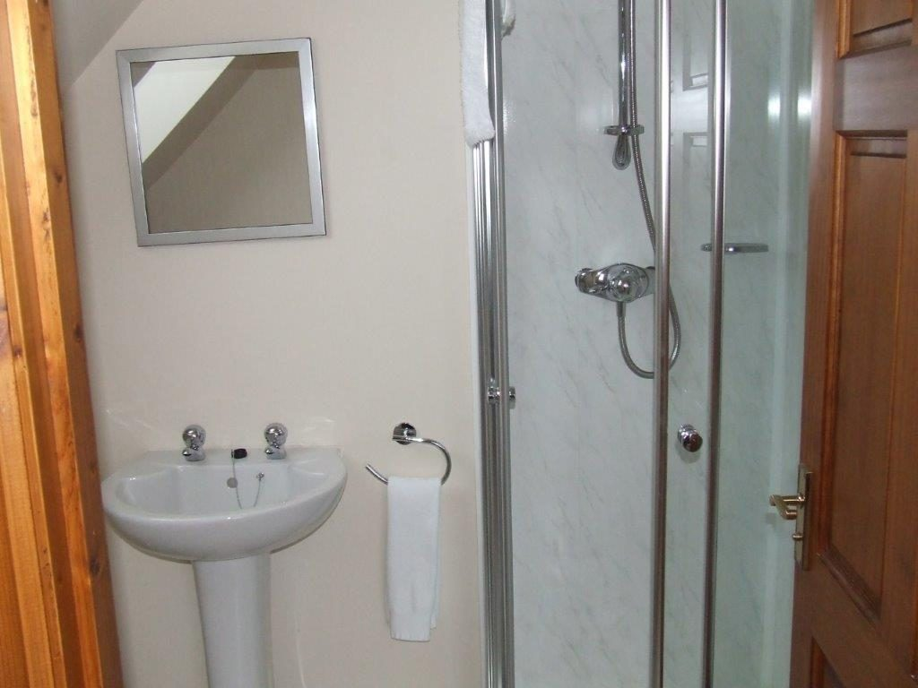 Jura ensuite shower room